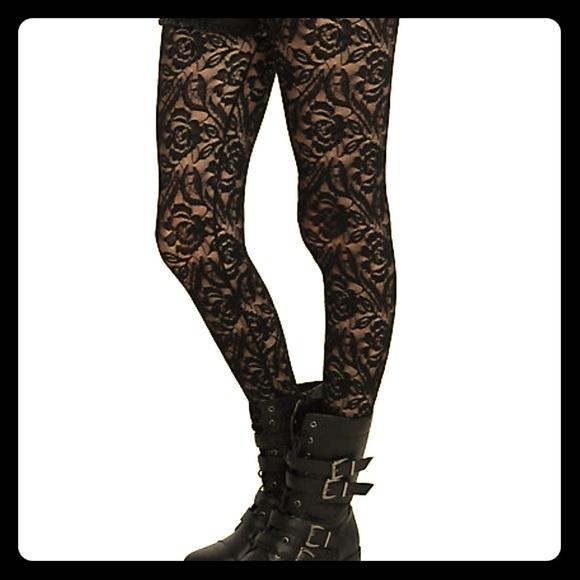 85b5eb4e7f4 Hot Topic Accessories - Blackheart Black Floral Rose Lace Tights